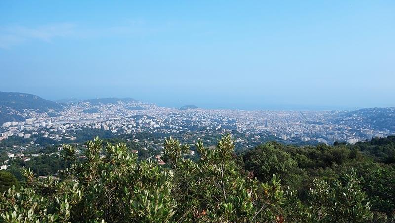 Vue sur Nice au dessus de l'aire St Michel